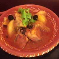 義賣:MOP240 黃生廚房二人餐  砵酒雞飯、咖喱牛腩飯、雜菜湯x2、芒果布甸x2、麵包