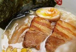 義賣:優惠價MOP100北本拉麵豬骨湯拉麵套餐一人份量、餃子或者玉子燒 、罐裝飲料  原價MOP105