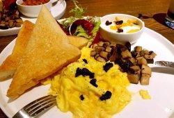 義賣:MOP78 喜喜A'maze bistro  義賣單人早餐 黑松露炒蛋配乳酪多士配咖啡、奶茶或檸檬茶